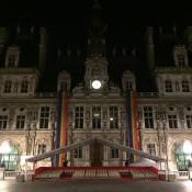 Clin d'oeil devant la mairie de Paris avant de rentrer